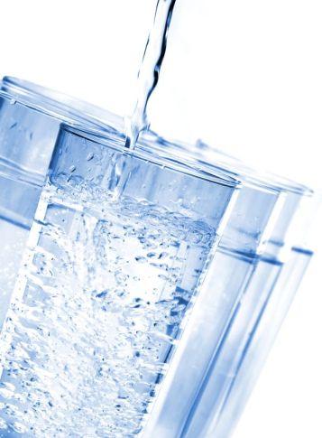 فوائد شرب الماء على الريق او المعدة فارغة bigstockphoto_water_